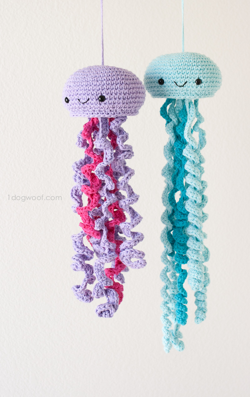 Medusas de ganchillo lindo, patrón GRATIS!  |  www.1dogwoof.com