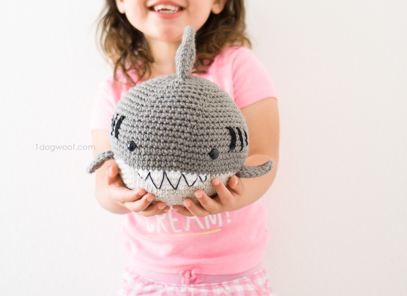 crochet) How To Crochet a Mini Whale (fiddly!!) - Yarn Scrap ... | 583x800