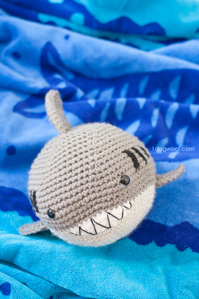 Chum the shark amigurumi pattern - Amigurumipatterns.net | 1200x800