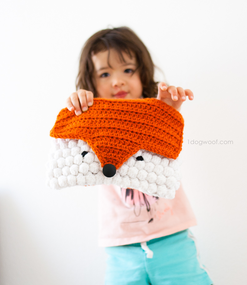 Make a crochet fox clutch using this free pattern!