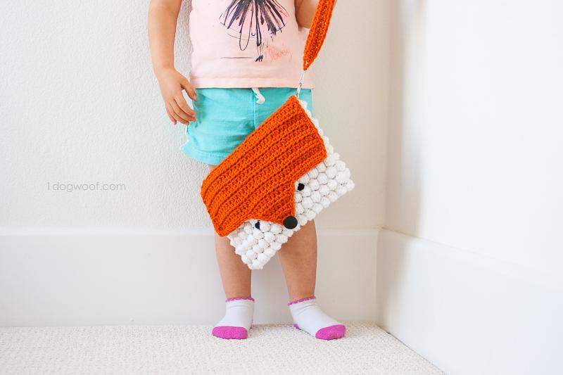 crocheted fox messenger bag using a free pattern