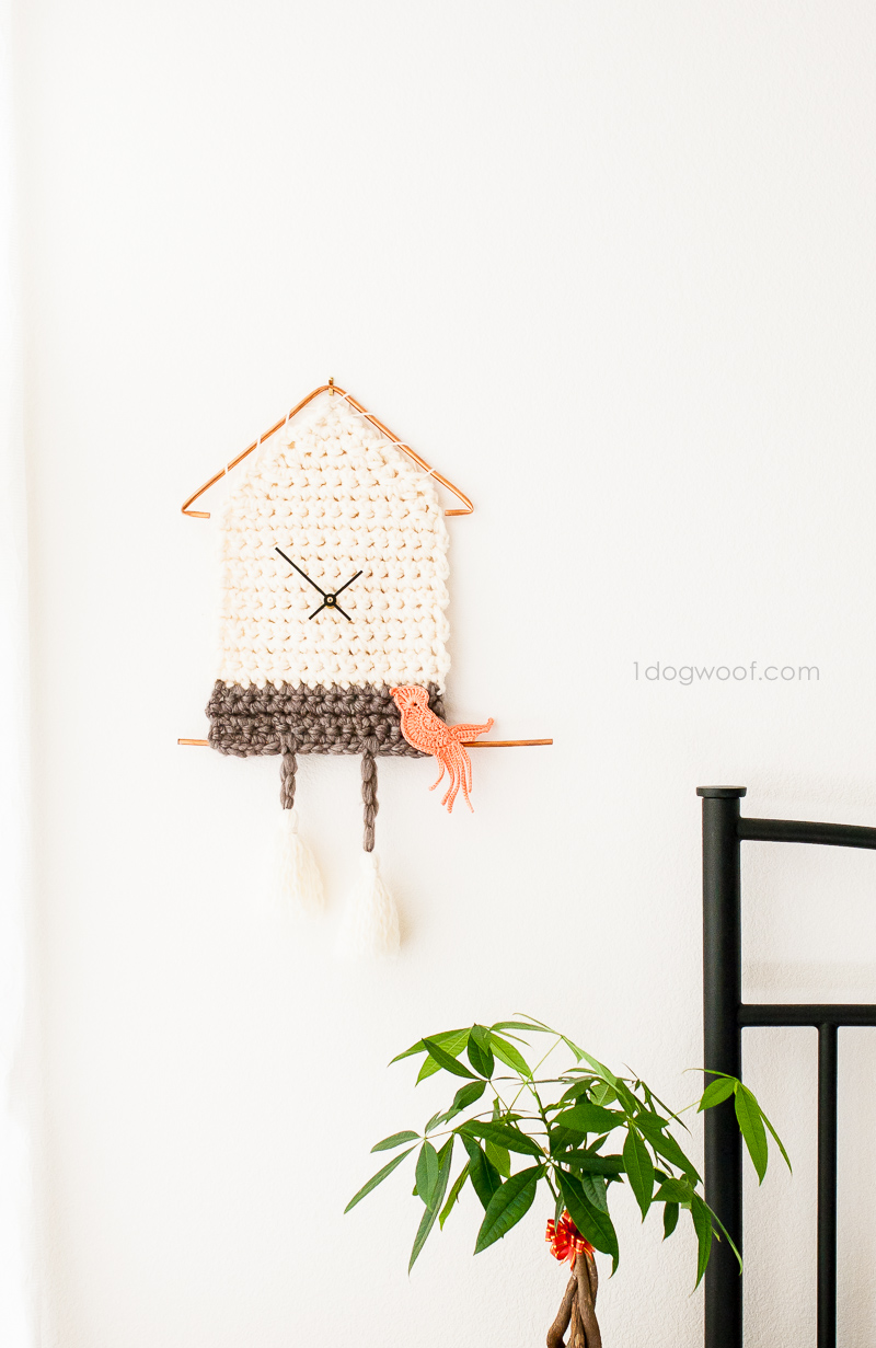 Make a fun and functional yarn cuckoo clock with this free pattern and detailed instructions!