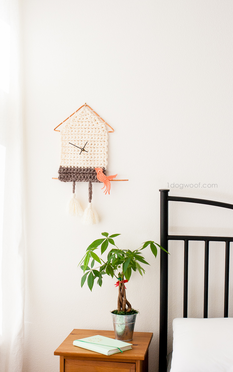 Make this simple and modern yarn cuckoo clock wall hanging that features a working clock mechanism!