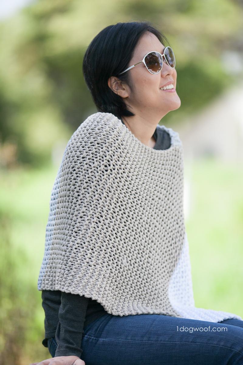 Catalunya Colorblock Poncho, free knit pattern | 1dogwoof.com