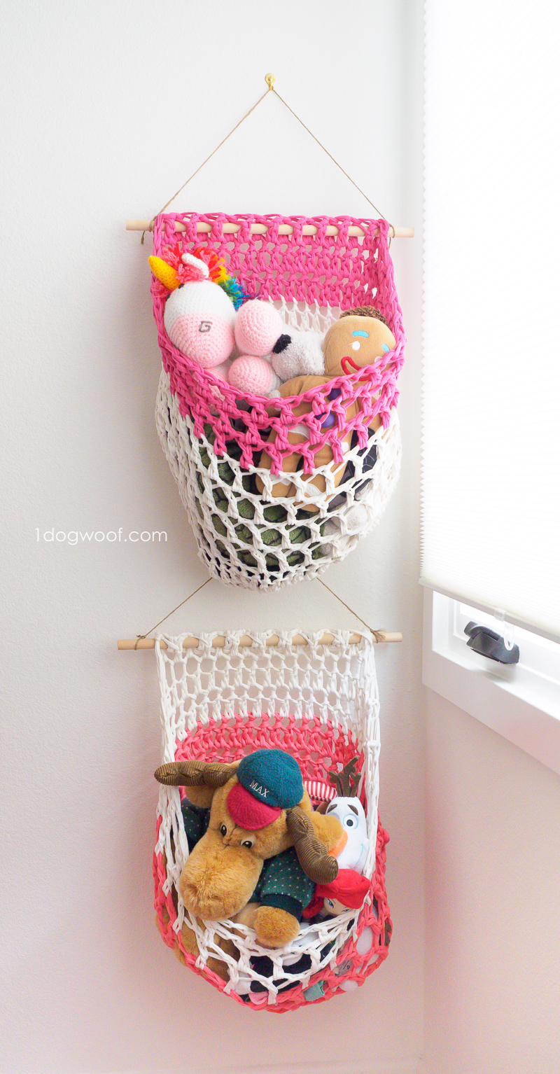 Mesh t-shirt yarn hanging basket crochet pattern. www.1dogwoof.com