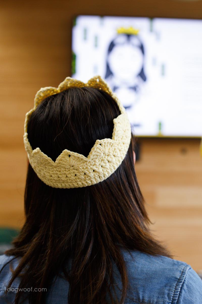 queen bee crochet crown.
