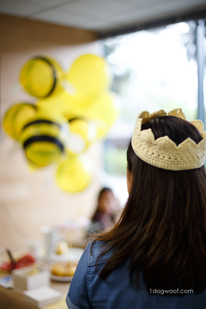Queen bee crochet crown, perfect for a bee-themed body.