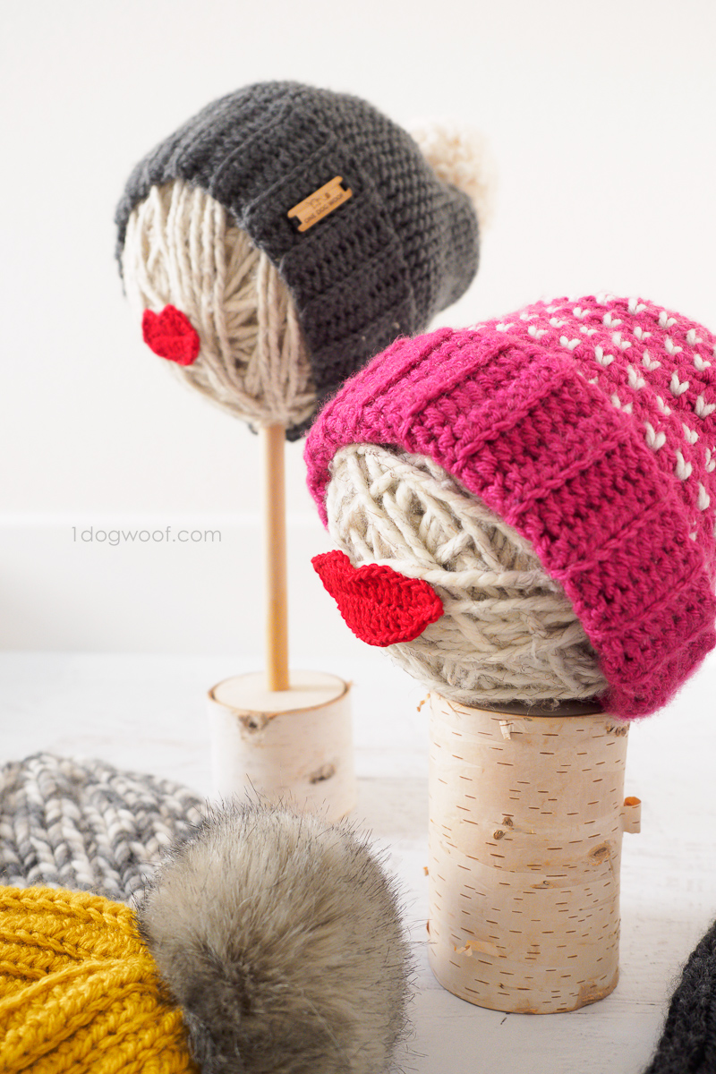 DIY hat stands for craft fairs, using yarn balls and crochet lips.