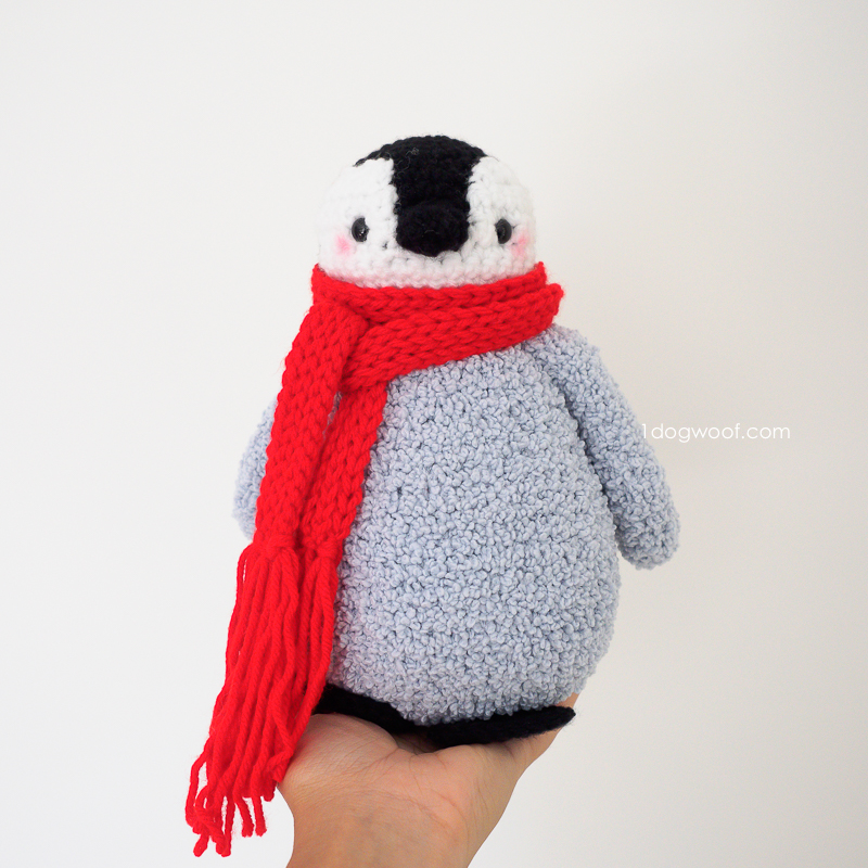 boucle penguin in hand