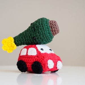 amigurumi car with christmas tree