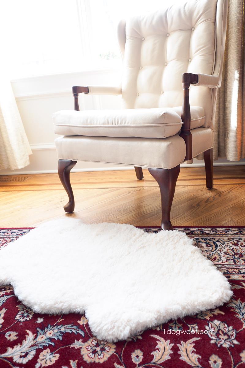 diy sheepskin rug using faux fur yarn