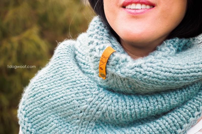 stitch closeup of Cactus knit cowl