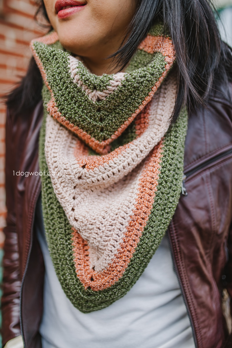 simple triangle shawl inspired crochet cowl pattern