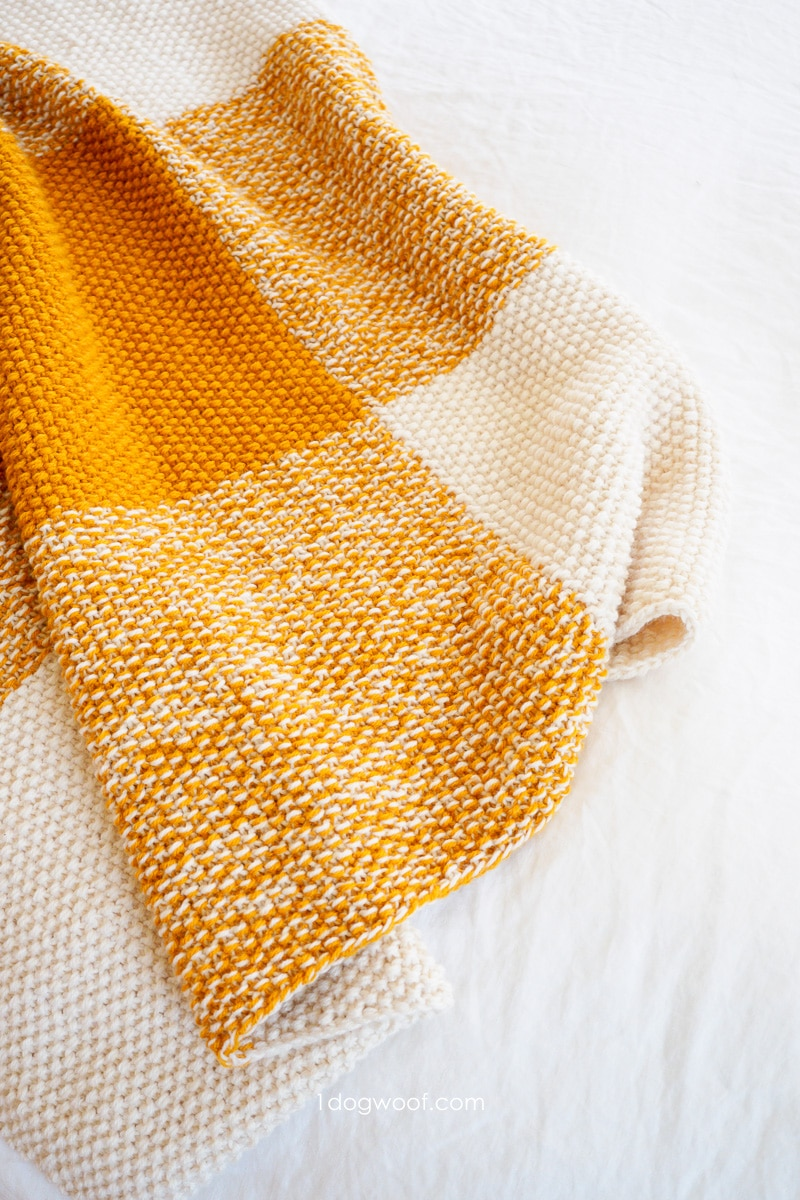 close-up of 2-stranded seed stitch blanket