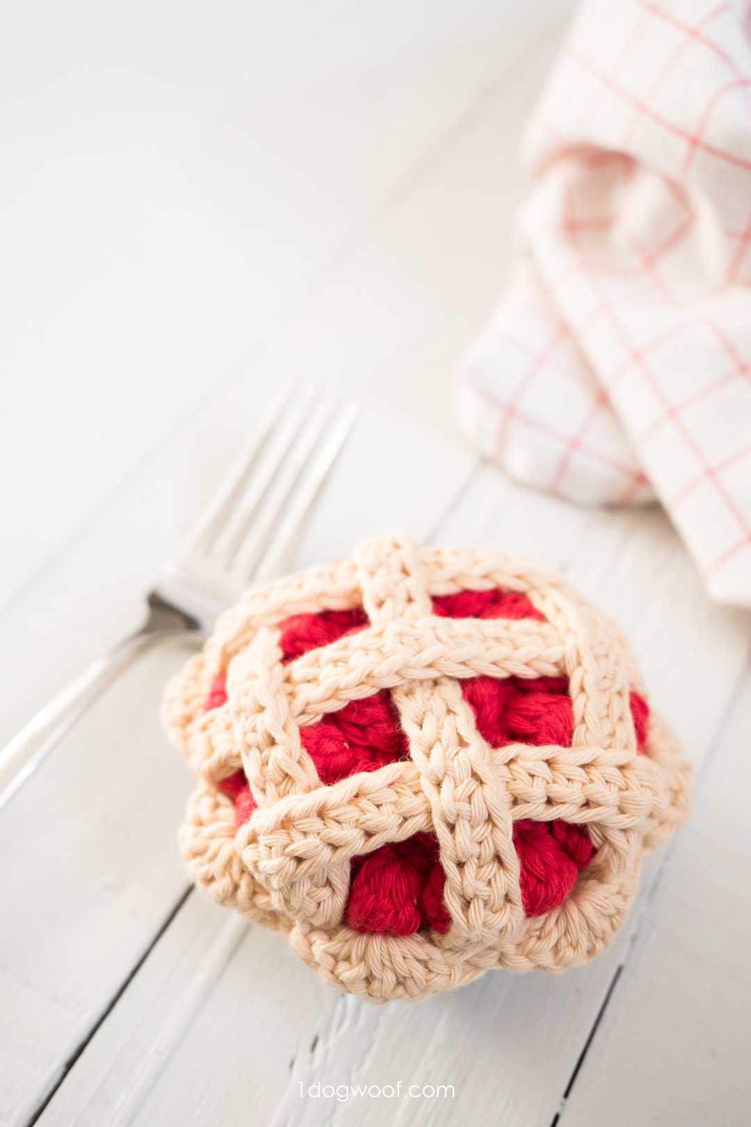 Crochet a Cherry Pie for Play Food or Amigurumi