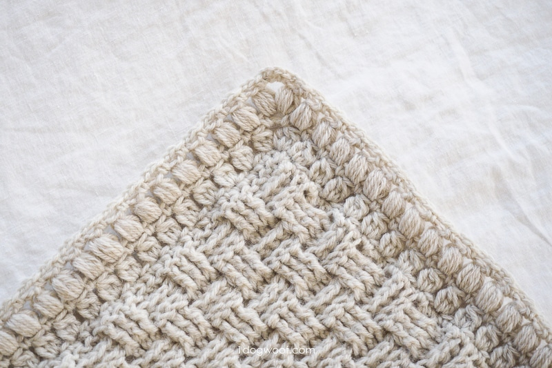 defined corners with puff stitch blanket border